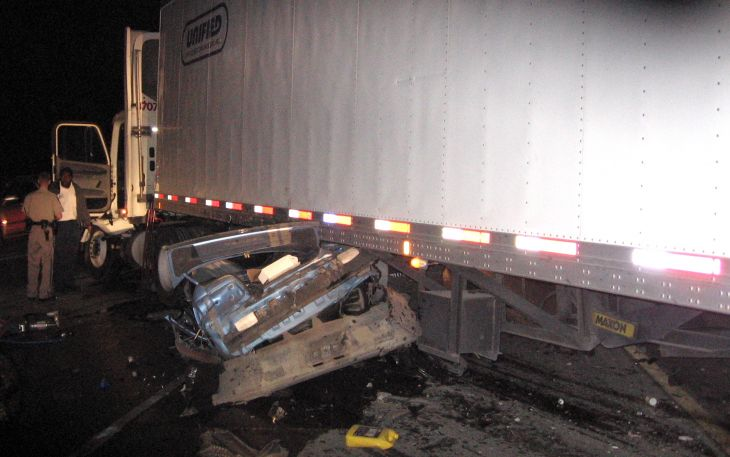 What To Do After a Truck Accident - Law Offices of David Azizi