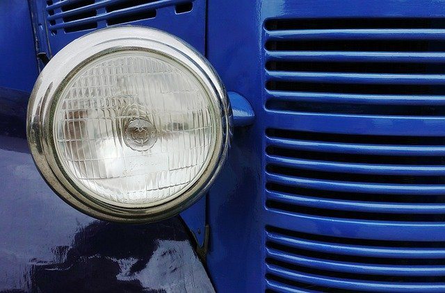 Defective Headlight Truck Accident Lawyer Los Angeles - David Azizi